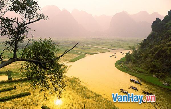 Phân tích bài thơ Hương Sơn phong cảnh ca của Chu Mạnh Trinh