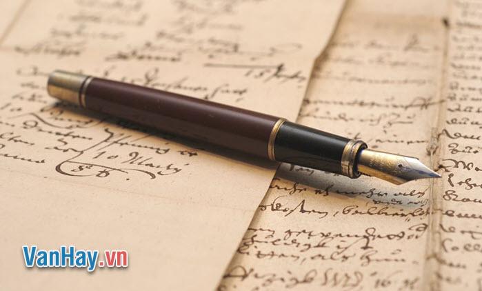 """Lê Quý Đôn cho rằng: """"Thơ phát khỏi từ trong lòng người ta"""", còn Ngô Thì Nhậm thì nhấn mạnh: """"Hãy xúc động hồn thơ cho ngọn bút có thần"""". Từ ý kiến trên, hãy nêu vai trò quan trọng của tình cảm trong thơ."""