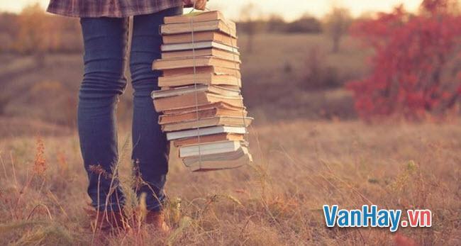 """Trong một bài bút với nhóm Tự lực văn đoàn, Vũ Trọng Phụng viết: """"Các ông muốn thiểu thuyết cứ là tiểu thuyết. Tôi và các nhà văn cùng chí hướng như tôi muốn tiểu thuyết là sự thực ở đời"""". Hãy giải thích và bình luận ý kiến trên."""