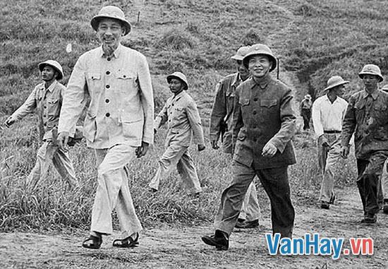 Phân tích nghệ thuật trào phúng trong truyện ngắn Vi hành của Nguyễn Ái Quốc